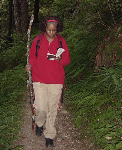 What? Everyone doesn't read while they hike?