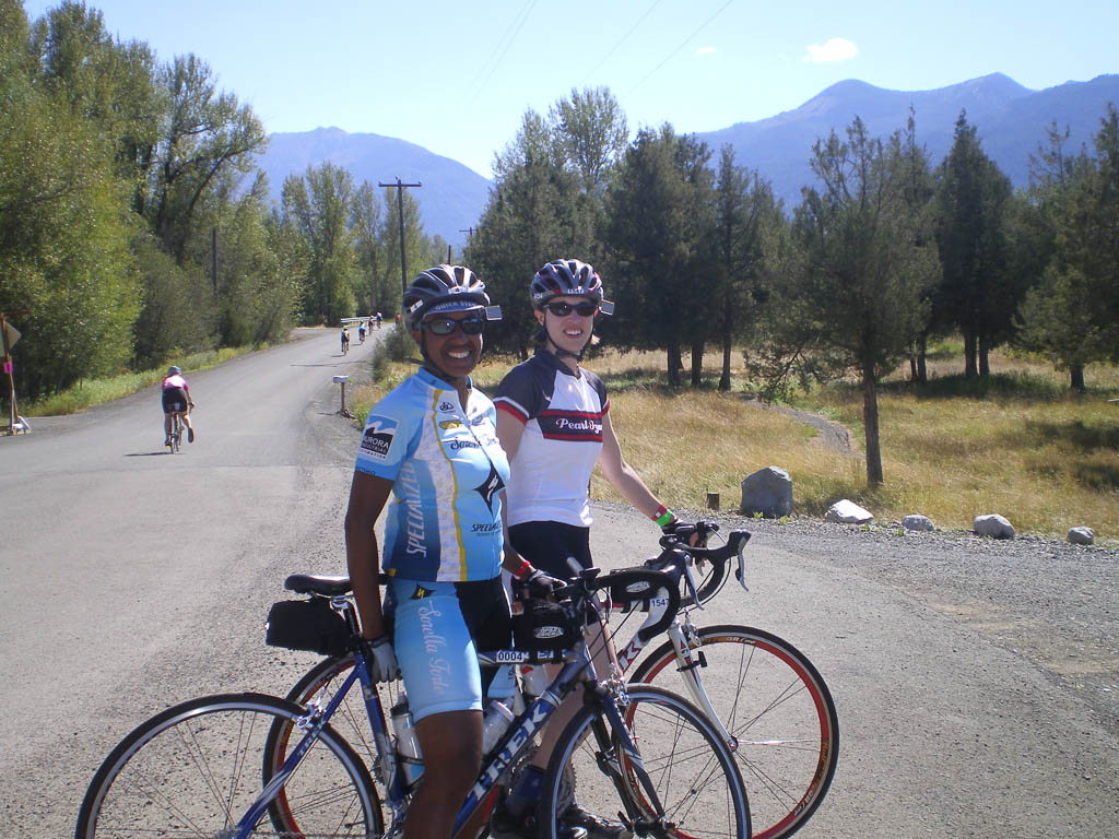 Kronda and Jess riding Cycle Oregon.