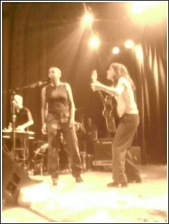 Kronda singing onstage with Ani Difranco